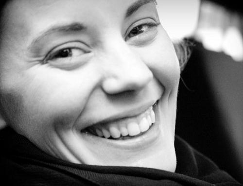 Forscher: Wie Freundlichkeit Dein Gehirn verändert (und Dich immer glücklicher macht)