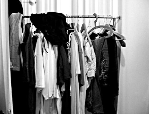 Du willst den Kleiderschrank ausmisten? Diese 9 Tipps machen's leichter