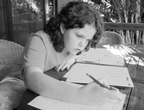Forschung: So schaden Hausaufgaben unseren Kindern