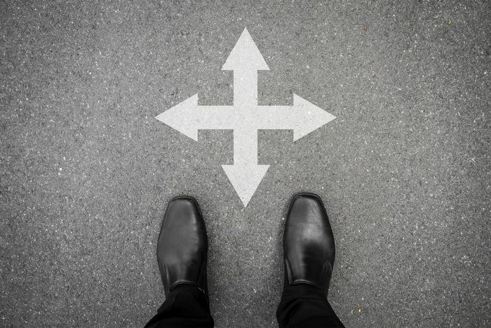 Menschen suchen auf 4 Wegen nach Erfolg. 2 davon funktionieren nicht