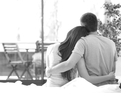 Dein Partner ist vom Job gestresst? So stehst Du ihm bei