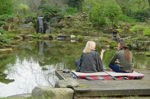 zenkloster-liebenau-Sitzen am Teich